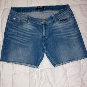Levi's low rise Demi mid shorts
